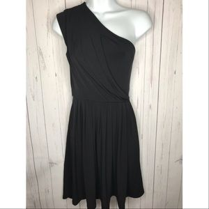 Max and Cleo Size 6 Black One Shoulder Dress